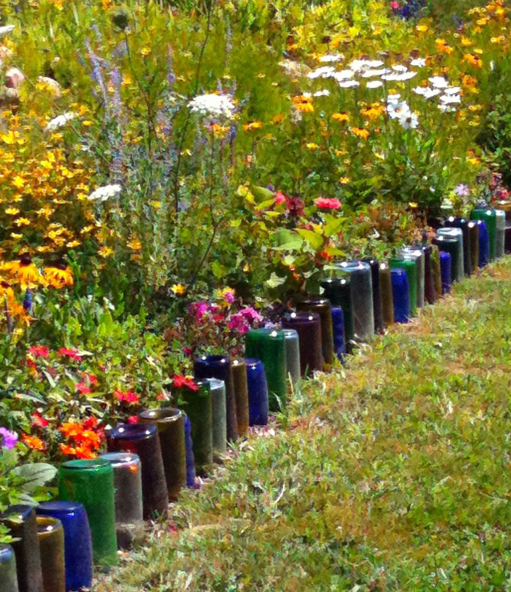 Glass-Bottles-border-flower-bed.jpg