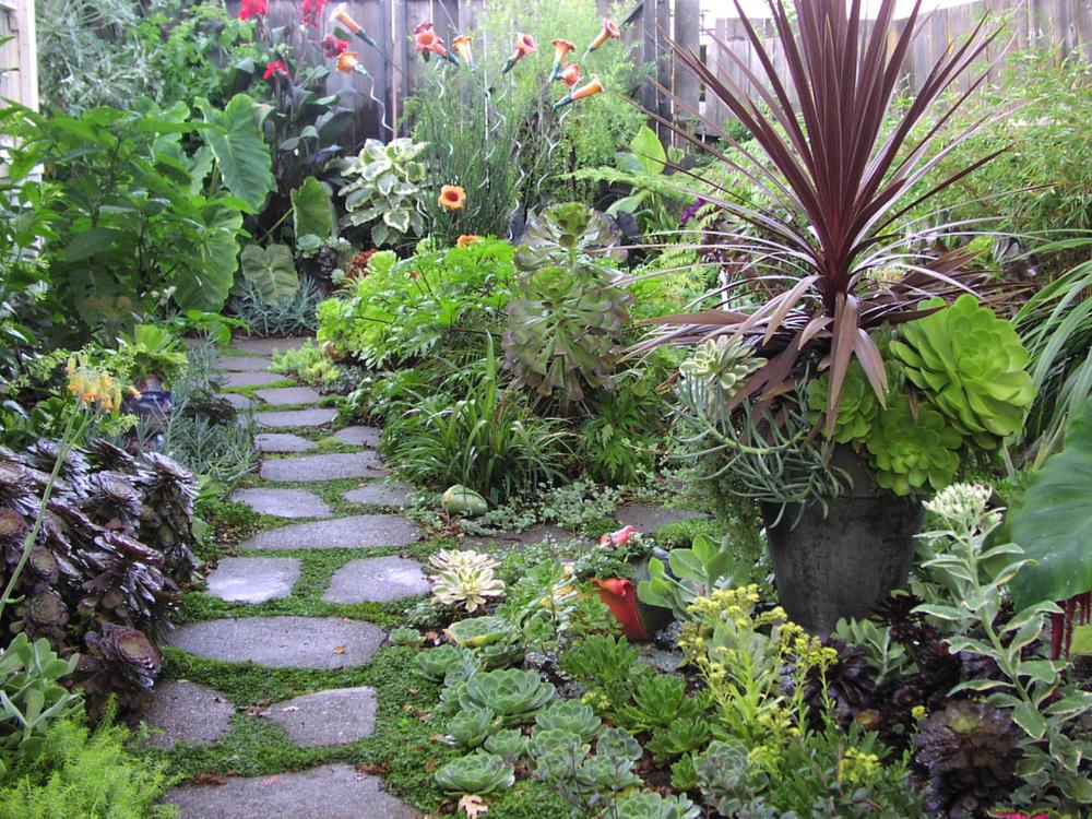 green-landscape-eco-friendly-garden-tour-21.jpg