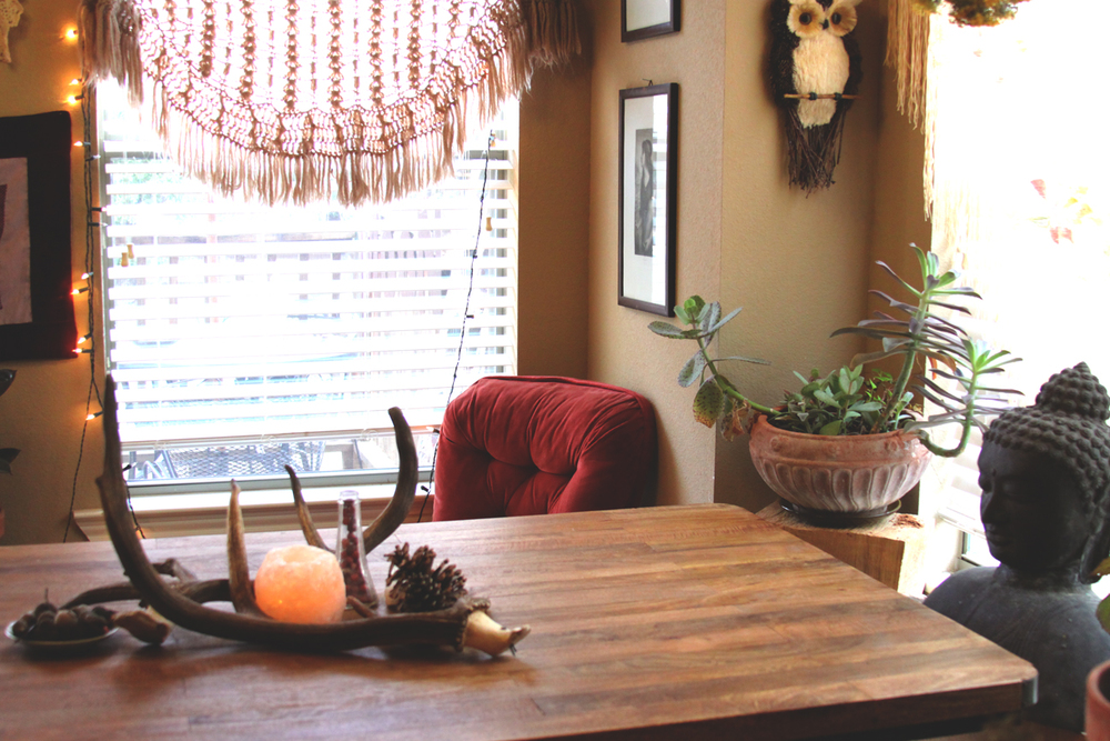 holiday home decor on rootsandfeathers.com