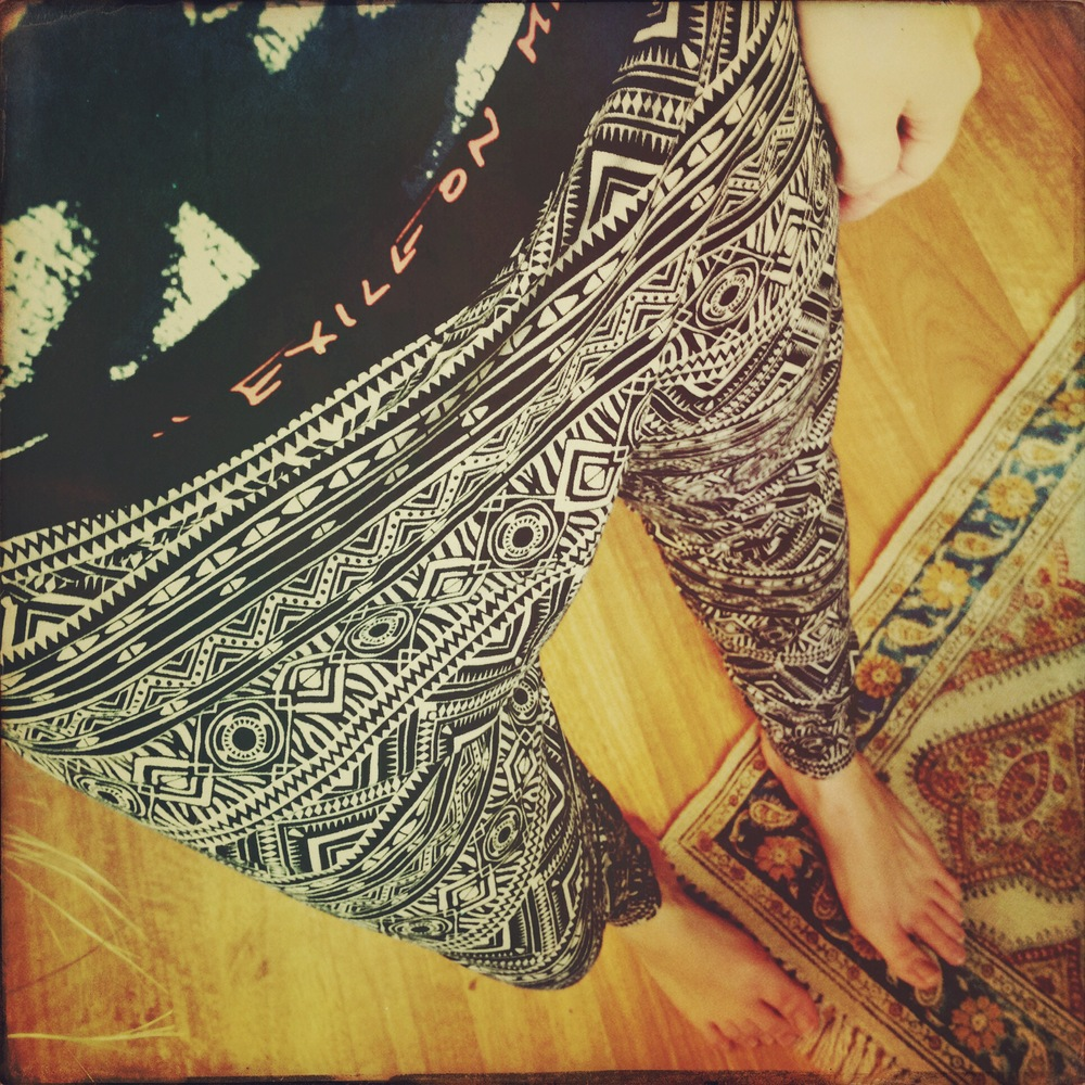 Obsessed with these tribal drop waist leggings from f21...