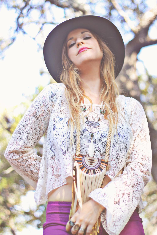 Laura via rootsandfeathers.com