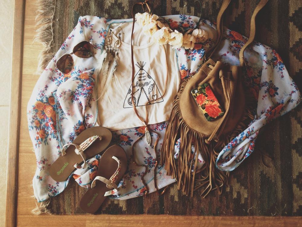 springtime flatlay via rootsandfeathers.com #rootsandfeathers