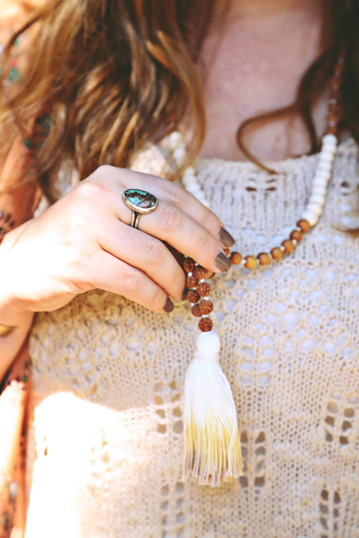 Earthy pastels for fall via rootsandfeathers.com