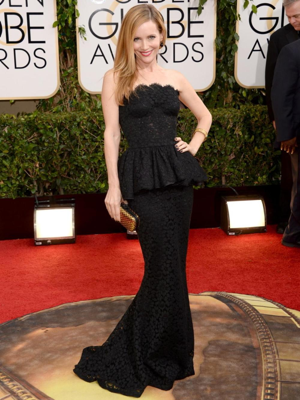 Leslie Mann in black lace Dolce&Gabbana gown!