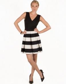 Φόρεμα με ριγέ φούστα