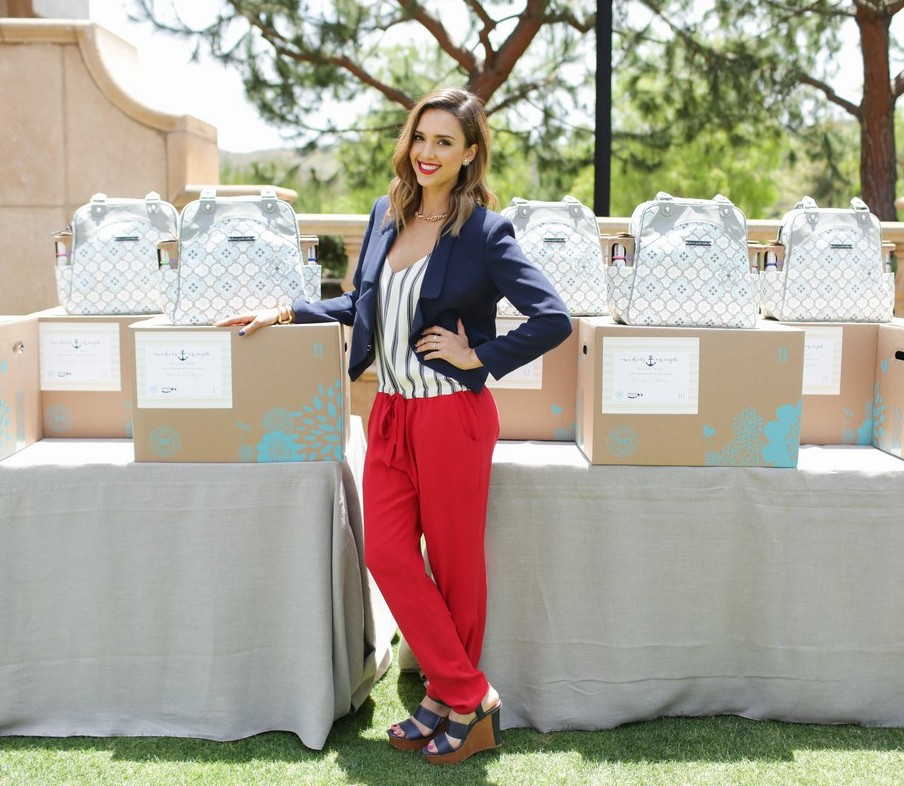 jessica-alba-baby-shower-for-us-navy-families-14.jpg
