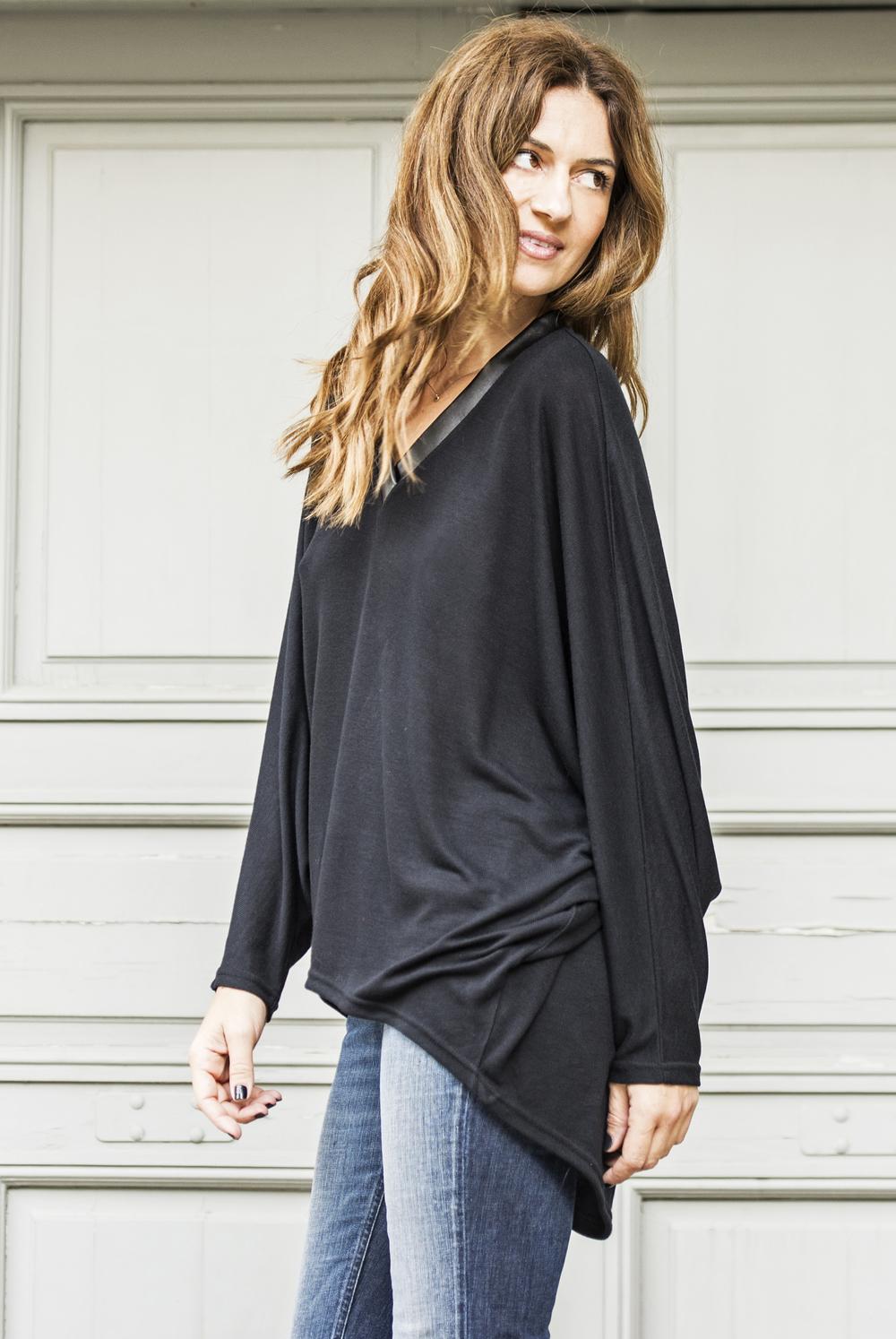 BLV Black V-neck loose blouse 3.jpg