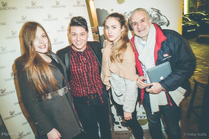 Ο Τάσος Λαζαρίδης μαζί με τον Κο Κουτούλιαιδιοκτήτη του πρακτορείου Future Modelsπλαισιωμένοι από πανέμορφα μοντέλα