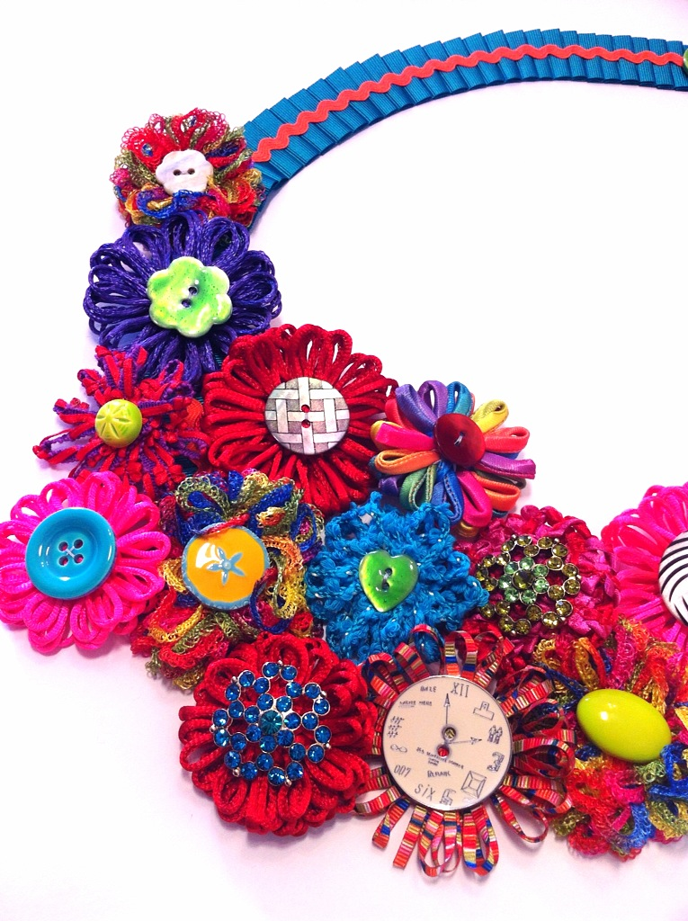"""""""Floating elements"""" hand made flowers Orchard necklace"""