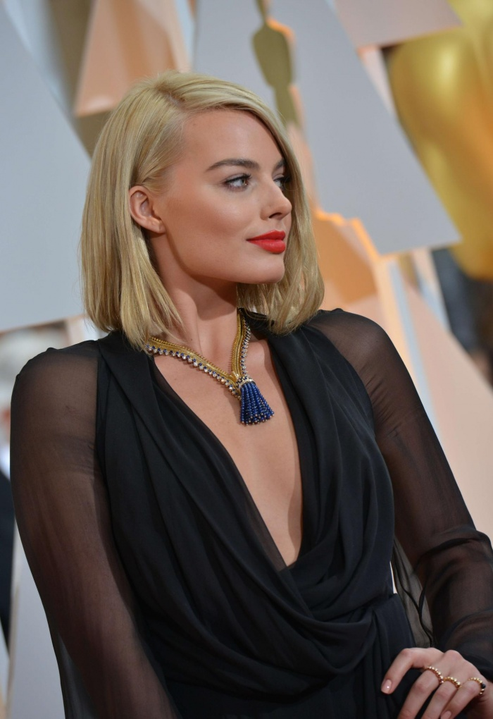 Margot Robbie went for a sleek side-bob / Source:www.theguardian.com    Photograph: Valerie Macon/AFP/     Getty / Ethan Mille  r