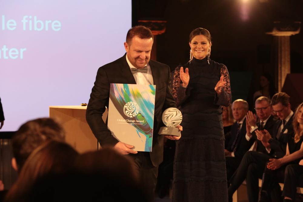 €150%2C000+Winner-+Growing+textile+fibre+under+water.JPG