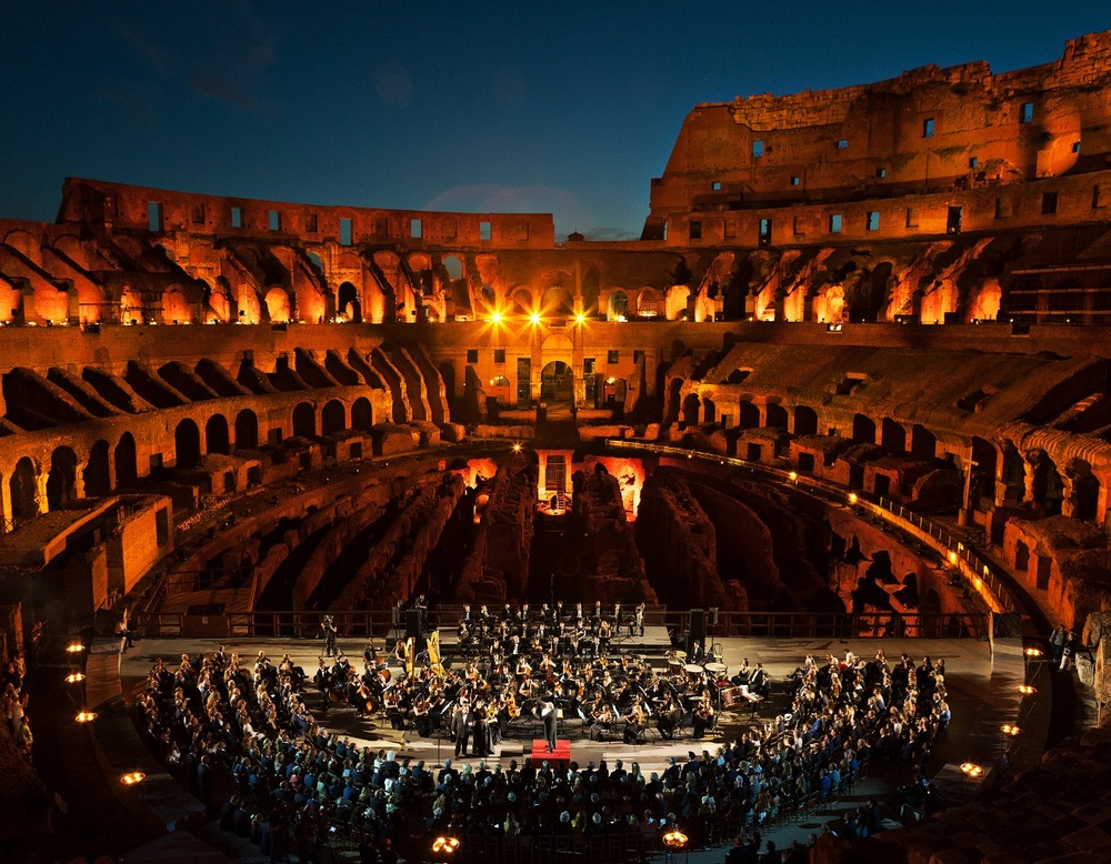 Colosseum_with_Orchestra (1280x996).jpg