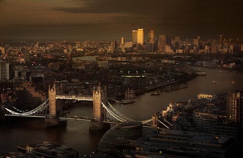 MY_BURBERRY_BLACK_LONDON_RGB_CROPPED_01.jpg