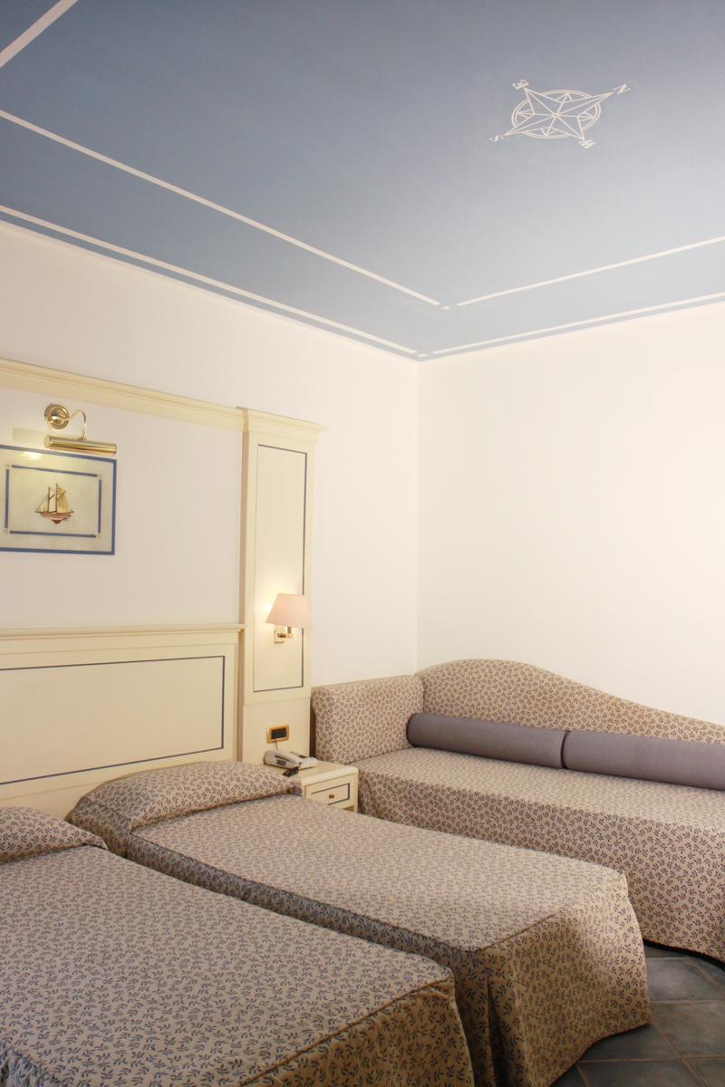 Hotel room 6.JPG