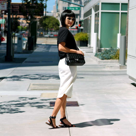 Urban Outfitters tshirt, Zara skirt, sandals c/o Everlane, Chanel bag, Ray-Ban sunglasses
