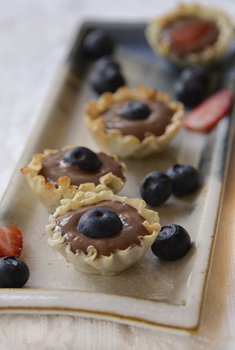 Tofu chocolate pudding in fillo cups
