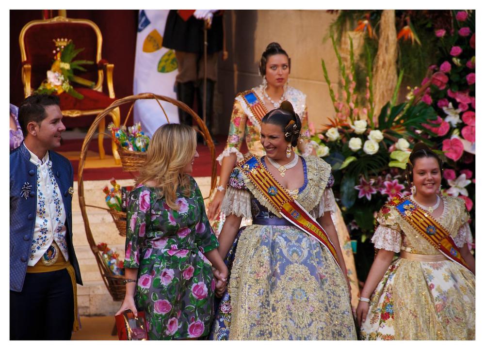 María Moliner Rodríguez y la niña Ada Fraj López, Falleras Mayores 2015 de Federación Junta Fallera de Sagunto (FJFS)