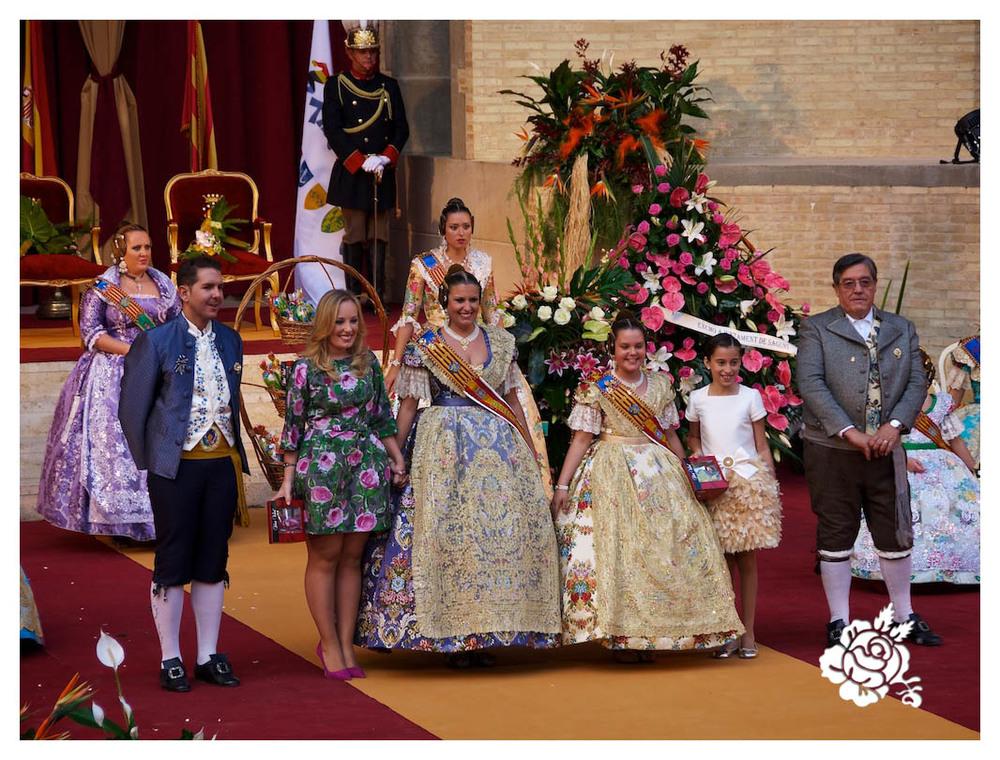 María Moliner Rodríguez y la niña Ada Fraj López, Falleras Mayores 2015 de Federación Junta Fallera de Sagunto (FJFS) junto a las Falleras Mayores 2014