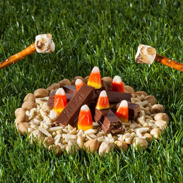 It doesn't get much better than the smell of a (candy) campfire. Who's  #hungry  ?  #TheGreatOutdoors