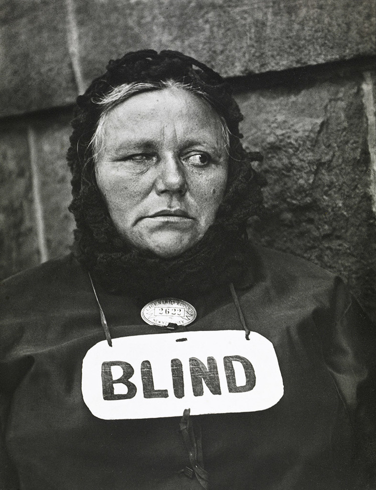 Blind Woman, New York, 1916 (négatif) années 1940 (tirage). Tirage gélatino-argentique Collection FUNDACIÓN MAPFRE © Aperture Foundation Inc., Paul Strand Archive