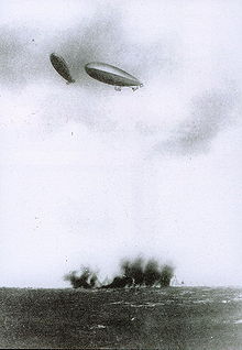 Dirigeables italiens bombardant les troupes turques  © Collection privée