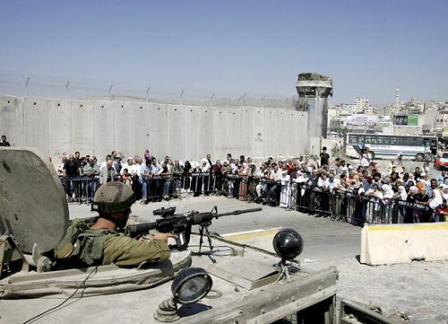 Près de Jérusalem, un checkpoint.