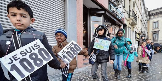 En février 2015, des centaines d'habitants de Moellenbeck avaient organisé une parade pour montrer que l'image de la ville que donnent les média est fausse. 1080 est le code de la commune.