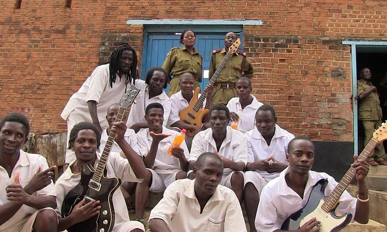 Les détenus de la prison de haute sécurité de Zomba sélectionnés pour l'édition 2016 des Grammy Awards, catégorie Musiques du monde. Photographie : Ian Brennan
