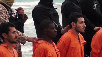 Le groupe takfiriste Daesh (EI) avait diffusé début 2015 une vidéo montrant la décapitation d'hommes qu'il présente comme 21 Egyptiens de confession chrétienne copte récemment kidnappés en Libye. L'Égypte avait répliqué par des bombardements de bases de l'EI en Libye. On a donc trop tendance à penser que tout se passe au Moyen-Orient. La Libye est beaucoup plus proche. En face de l'Italie.