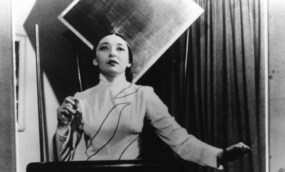 Clara Rockmore jouant du Theremine