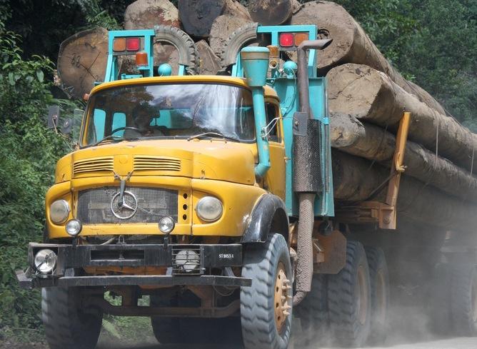 Logging truck in Malaysian Borneo    (c) Rhett Butler / Mongabay.com