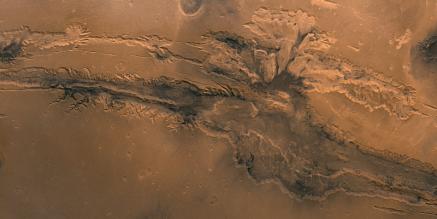 Valles Marineris, le plus grand complexe de canyons du système solaire.