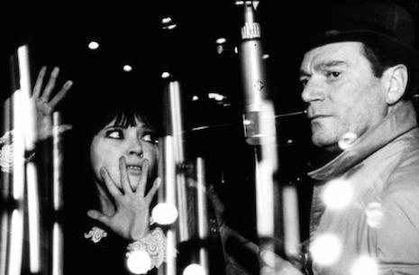 Anna Karina et Eddie Constantine en 1966 dans  Alpahaville  de J-L Godard