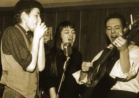 Au Café Wha? à Greenwich Village en 1961 : Bob Dylan Karen Dalton et Fred Neil