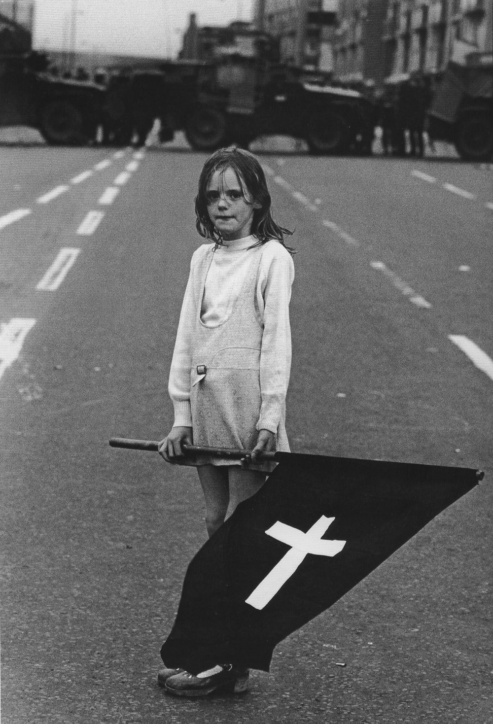 Girl at Catholic Funeral Procession @ Christine Spengler Irlande du Nord, Londonderry, 1972