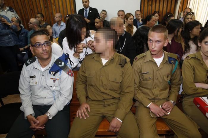 Le soldat au tribunal
