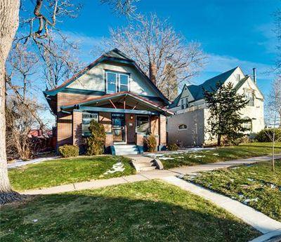Une maison de ce style dans un quartier résidentiel à Denver reçoit 20 offres d'achat en un week-end et se négocie autour de 530 000$
