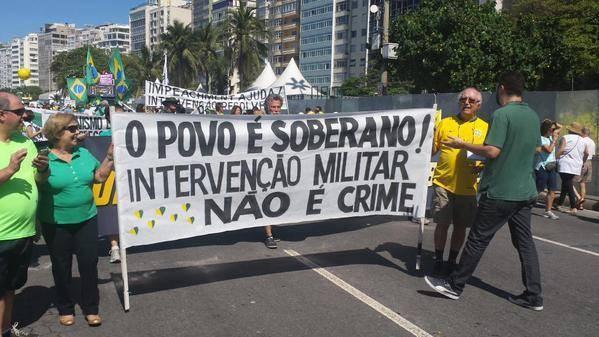 """""""Le peuple est souverain ! L'intervention militaire n'est pas un crime"""""""
