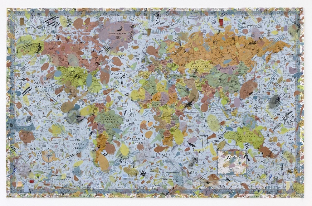 Amanda Ross-Ho, World Map Dropcloth, 2016 Impression sur toile, peinture acrylique, techniques mixtes — 393,7 × 259,1 cm Courtesy of the artist & Galerie Praz-Delavallade, Paris/Bruxelles
