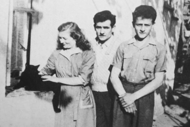 Fernand Iveton, Hélène, son fils Jean Claude et le chat Titi © DR