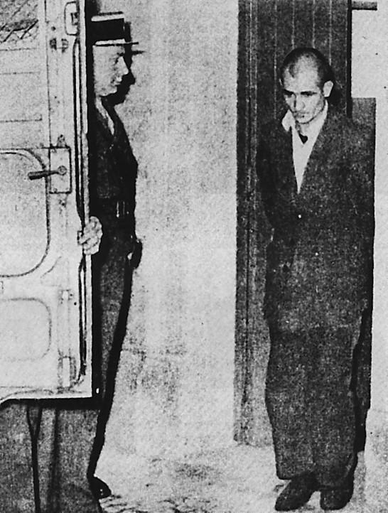 Le 11 février 1957 à la prison de Barberousse à Alger, Fernand Iveton militant du Parti communiste Algérien marche courageusement au supplice. La légende photo est d'Alger Républicain.