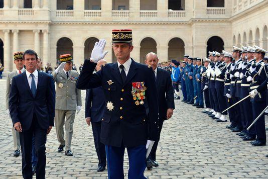 Le général Denis Favier lors de sa cérémonie de départ dans la cour des Invalides à Paris le 30 août 2016.BERTRAND GUAY / AFP
