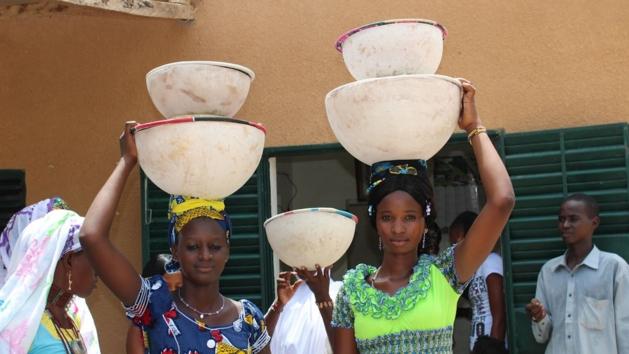 La production laitière est ici entièrement entre les mains de femmes ; 95 pour cent du lait burkinabé est produit par les femmes.
