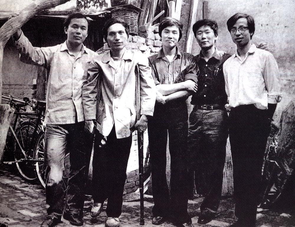 Groupe des étoiles, 1979. A gauche : Wang Keping. Huang Rui.