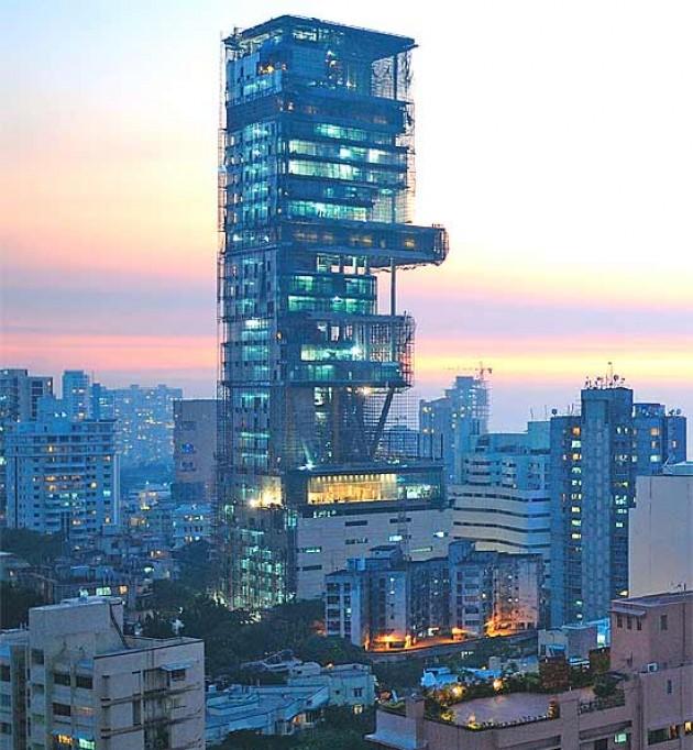 La tour Antilla, et habitation personnelle (!) de la famille Ambani, règne au-dessus de Bombay