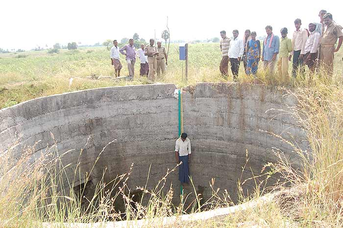 Le micro-crédit a été une catastrophe pour beaucoup de paysans. Nombreux sont ceux qui ont dû se suicider après s'être endettés.