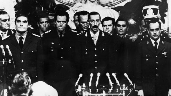 """Prise du pouvoir """"tranquille"""" par la junte argentine"""