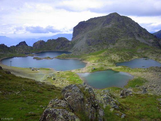 Les lacs Robert dans le massif de Belledonne.