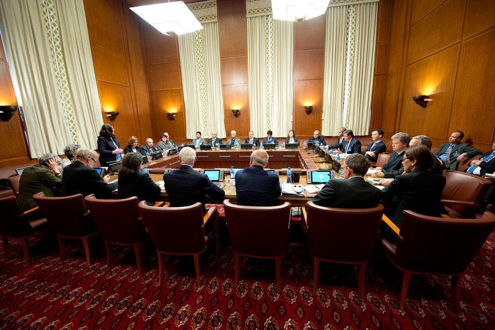 Rencontre entre le médiateur de l'ONU et l'opposition syrienne du Haut comité de négociations (HNC) à Genève. Photo ONU/Jean-Marc Ferré