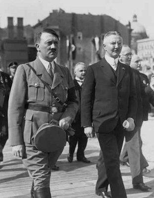 Hitler avec Hjalmar Schacht